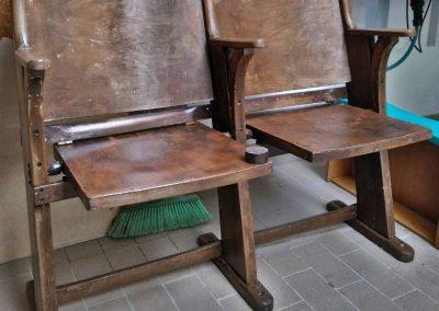 Restauro di una seduta da cinema anni '50